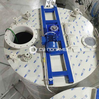 Емкость полипропиленовая с турбинной мешалкой 3